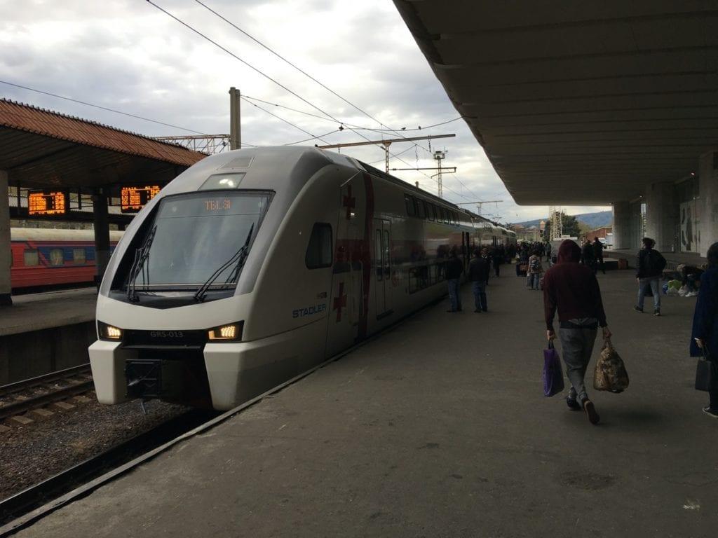 pociąg z Tbilisi do Batumi