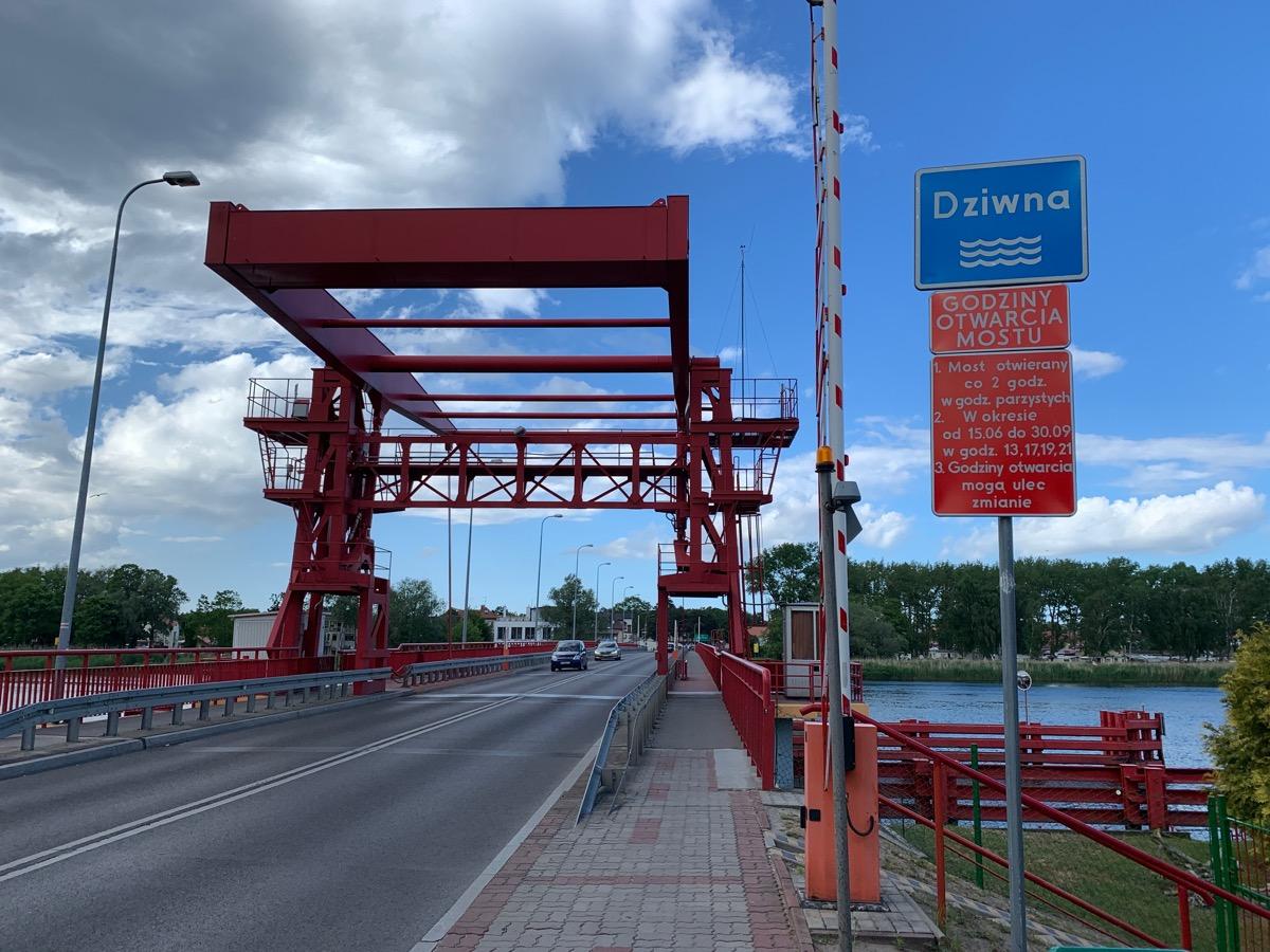 Most zwodzony